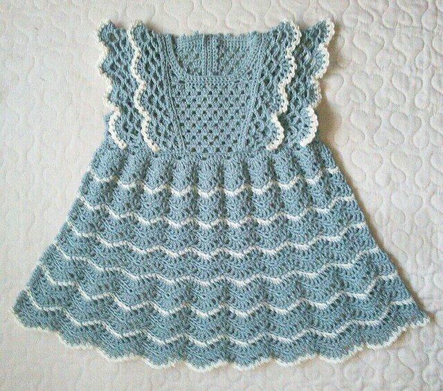 縞模様の上品フリルワンピース   80   セラドンブルーの画像1枚目