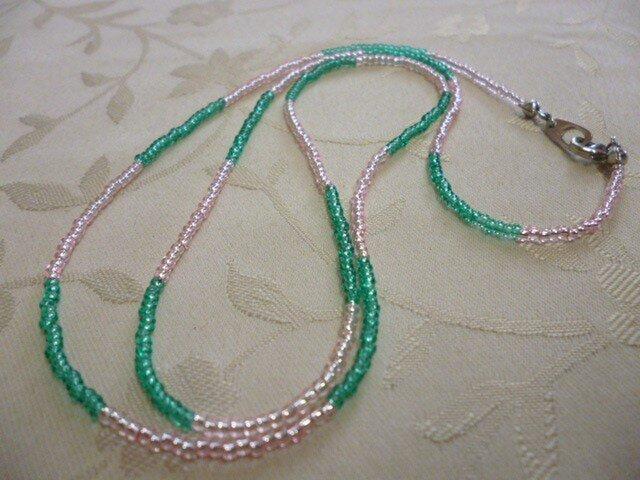 丸小ビーズロングネックレス(緑×ピンク)の画像1枚目
