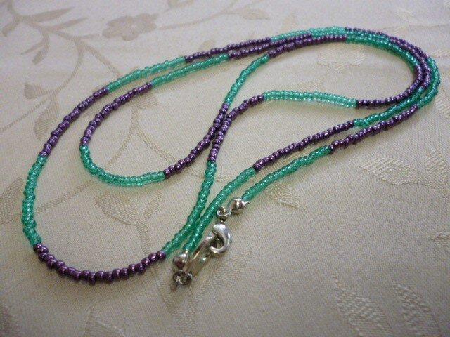 丸小ビーズロングネックレス(緑×紫)の画像1枚目