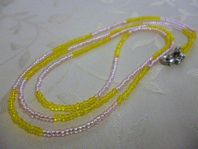 丸小ビーズロングネックレス(黄×ピンク)の画像1枚目