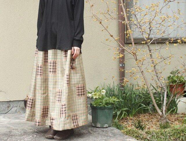 着物リメイク・銘仙のマキシ丈スカート(ベージュに格子柄)の画像1枚目