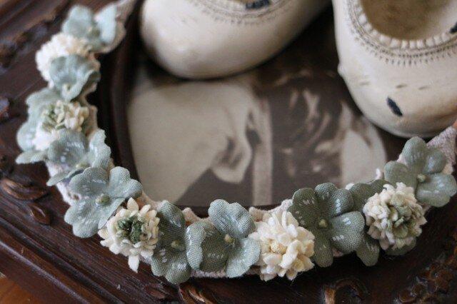 白詰草とクローバーのネックレスの画像1枚目