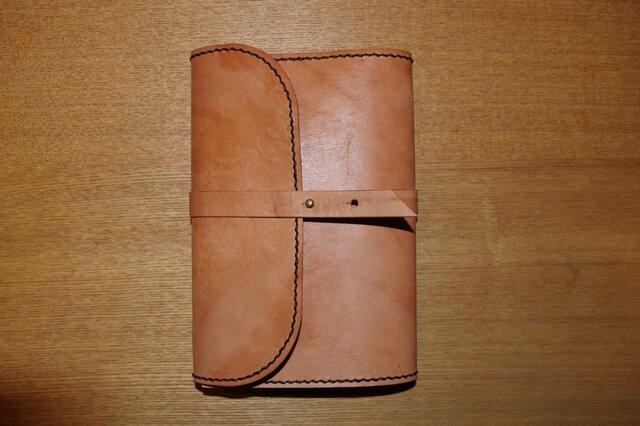 厚いヌメ革のブックカバー9の画像1枚目