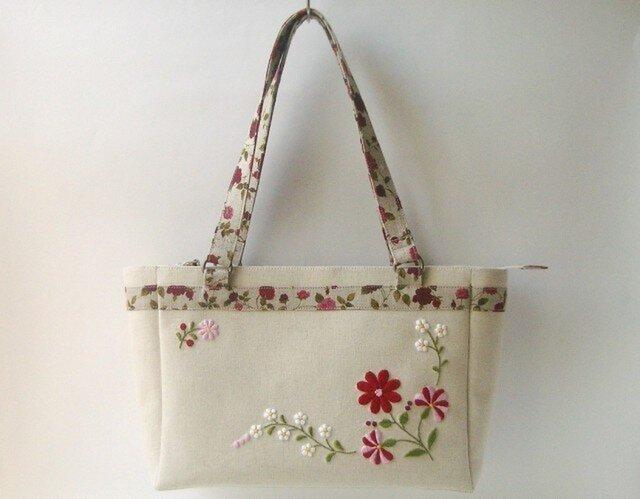 花刺繍のバッグの画像1枚目