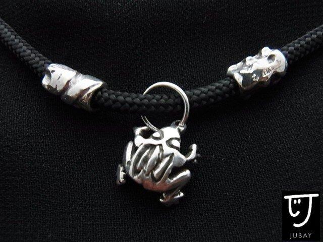 蛙と犬のビーズのネックレスの画像1枚目