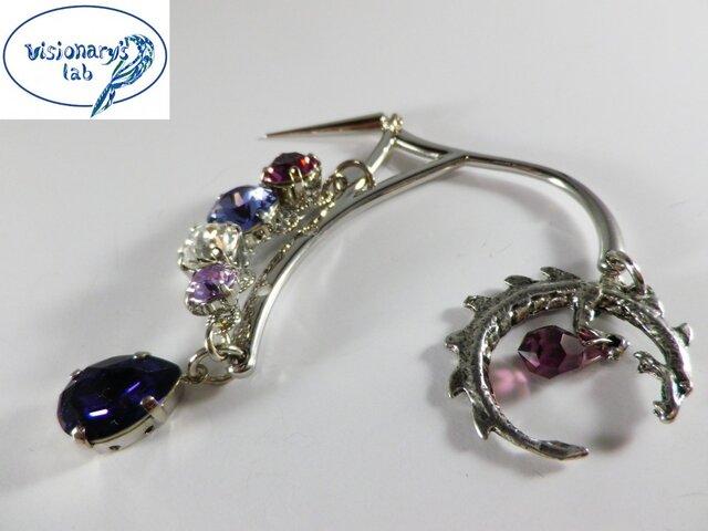 竜と秘宝 紫のスワロフスキーのイヤーフック イヤーカフの画像1枚目
