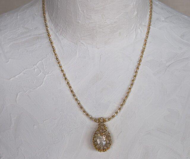水晶のネックレスの画像1枚目