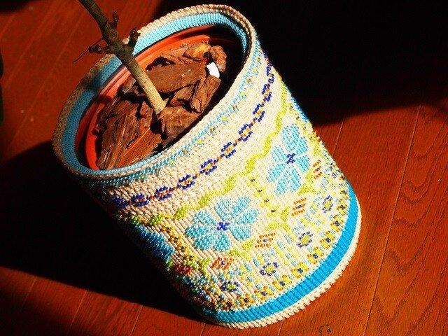 フェアアイル風ビーズ編み - ごみ箱 兼 鉢カバーの画像1枚目