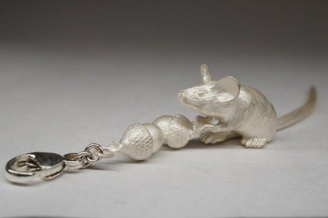 mouse & acorn pendantの画像1枚目