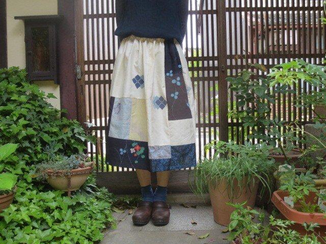 紬でスカート☆白地の爽やか紫陽花にクローバーもパッチ♪73㎝丈の画像1枚目