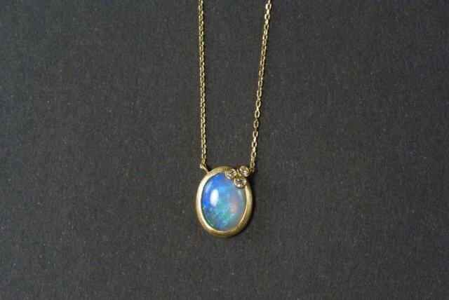オパールとプチダイヤのネックレスの画像1枚目