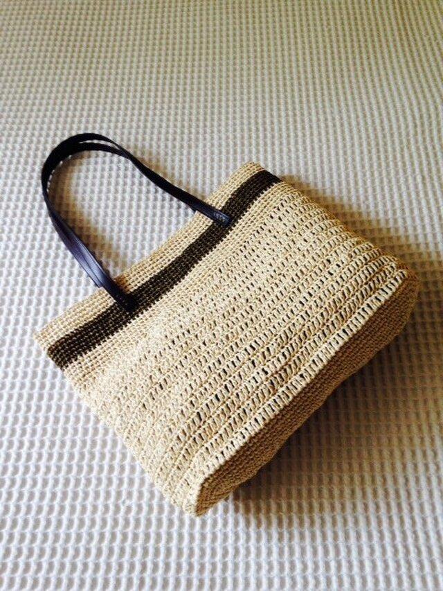 麦わら素材のナチュラルバッグ(茶ボーダー)の画像1枚目