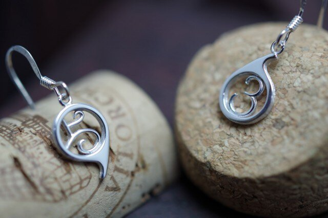 5963 pierced earrings (ご苦労さんピアス)の画像1枚目