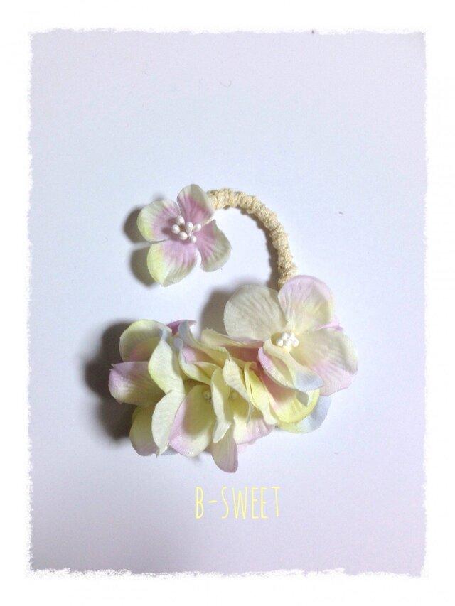 紫陽花のイヤーフックC (クリーム)左耳用の画像1枚目