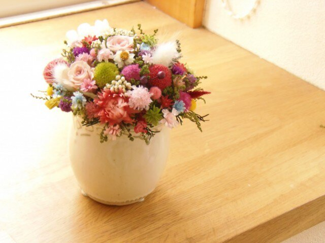 アイボリーのポットにお花畑の画像1枚目
