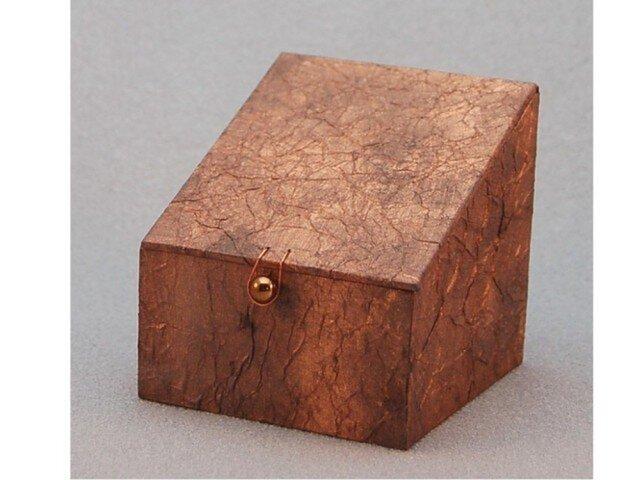 ふた、留め金付き小箱 (ブロンズ)の画像1枚目