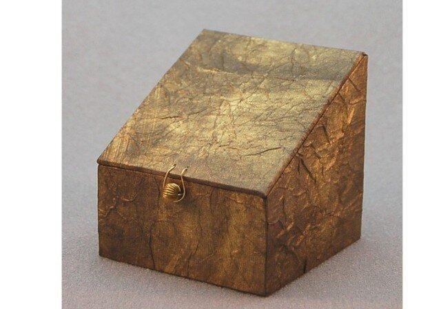 ふた、留め金付き小箱 (ゴールド)の画像1枚目