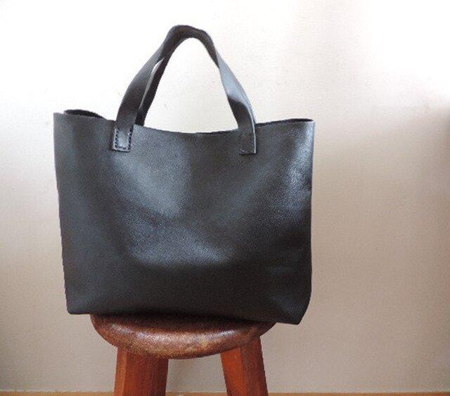 四角いブラックトートバッグの画像1枚目