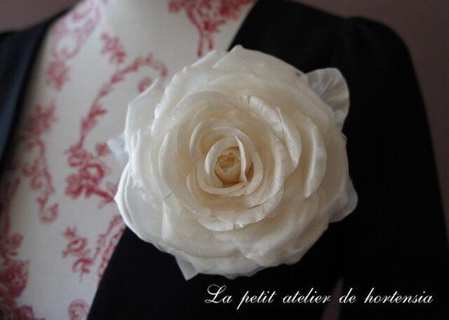 本絹布花コサージュ(巻き薔薇)オフホワイトの画像1枚目