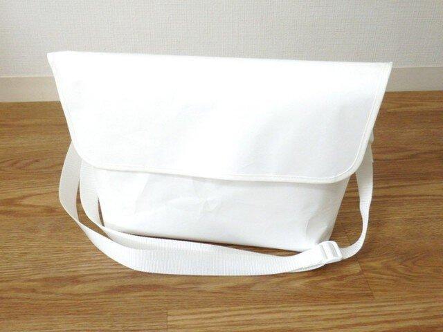 Paper Messengerbag L-sizeの画像1枚目