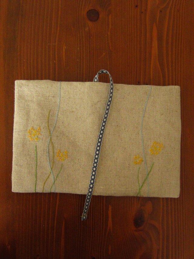 手刺繍・ブックカバー(小花)の画像1枚目