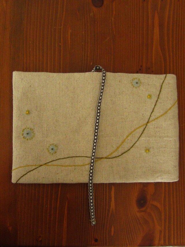 手刺繍・ブックカバー(春の風)の画像1枚目