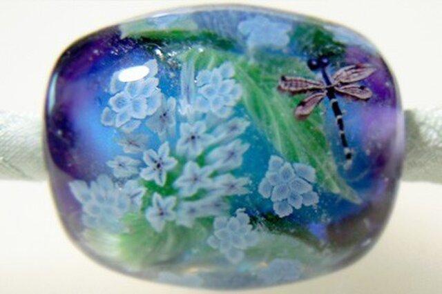 とんぼ玉古布ひもネックレス 八重咲き額紫陽花と糸蜻蛉の画像1枚目