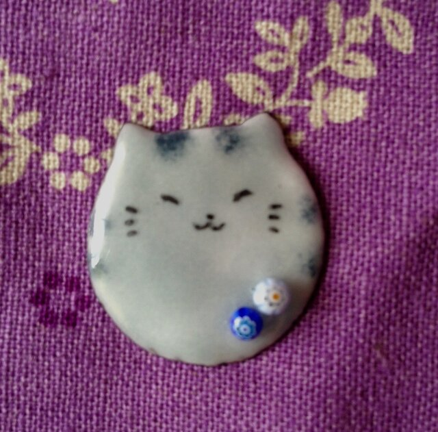 受注製作 七宝 玉猫 ブローチの画像1枚目