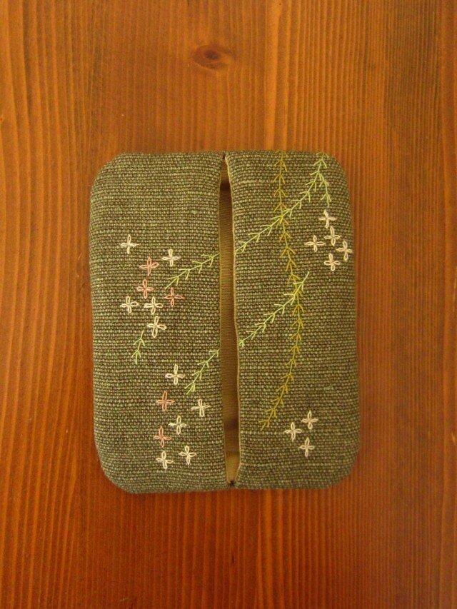 手刺繍・ぽけっとティッシュケース(花柳)の画像1枚目