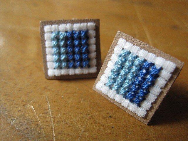四角のピアス / 青x水色の画像1枚目