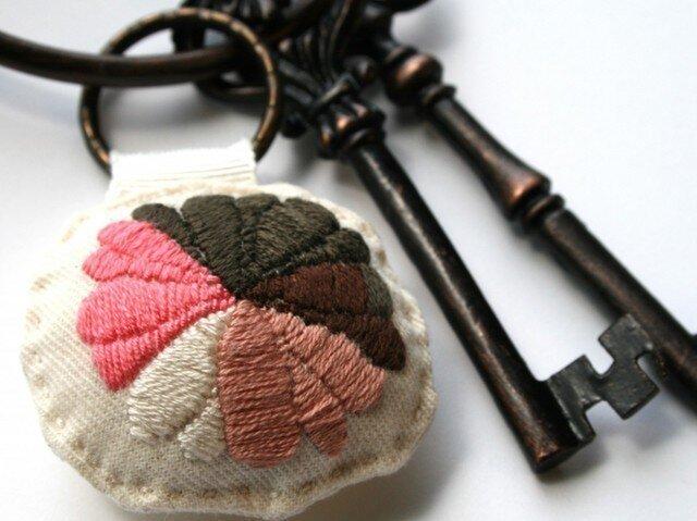 手刺繍・ハナキーホルダーの画像1枚目