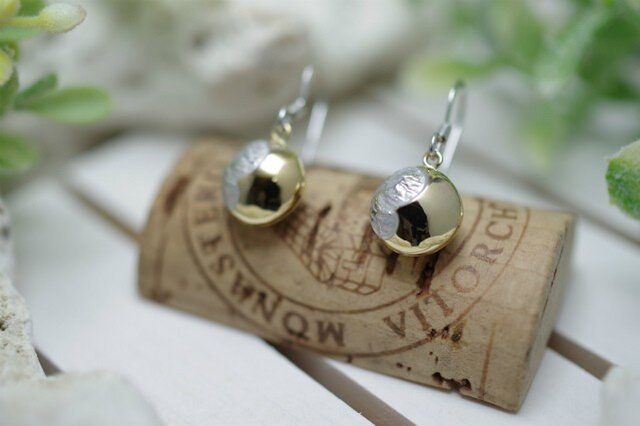 full moon pierced earringsの画像1枚目