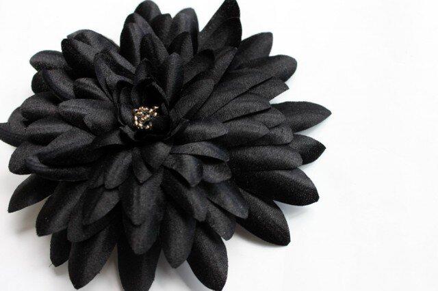 ブラックシルクのダリアコサージュの画像1枚目