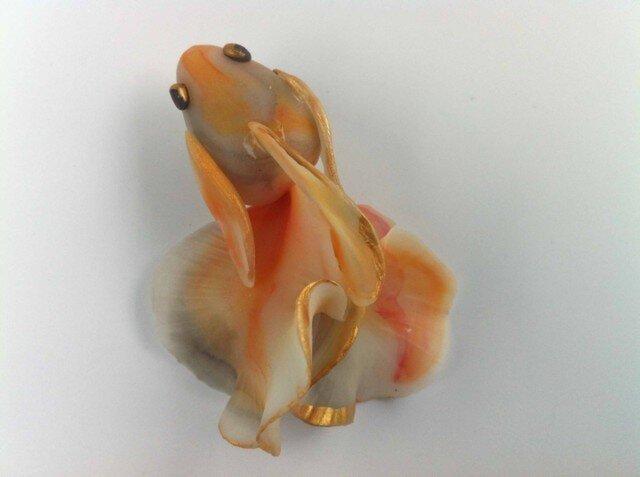 墨絵金魚(朱色)ブローチの画像1枚目