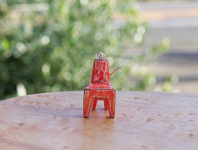 木の椅子のピアス akairoの画像1枚目