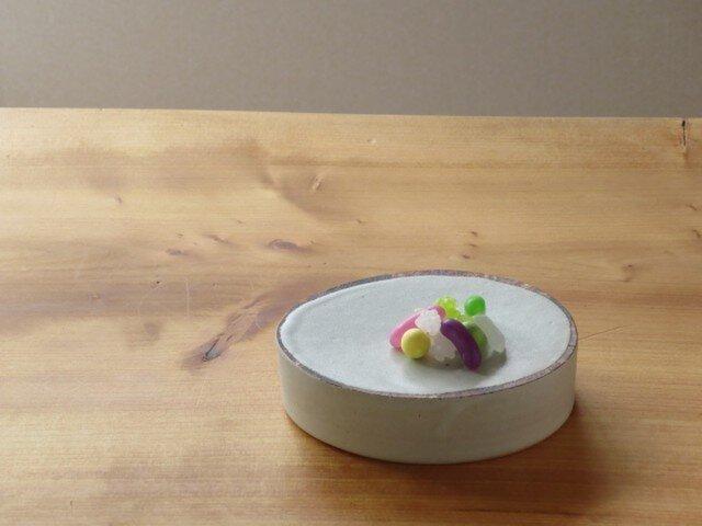 伊豆土lineのたまご台皿(白釉)の画像1枚目