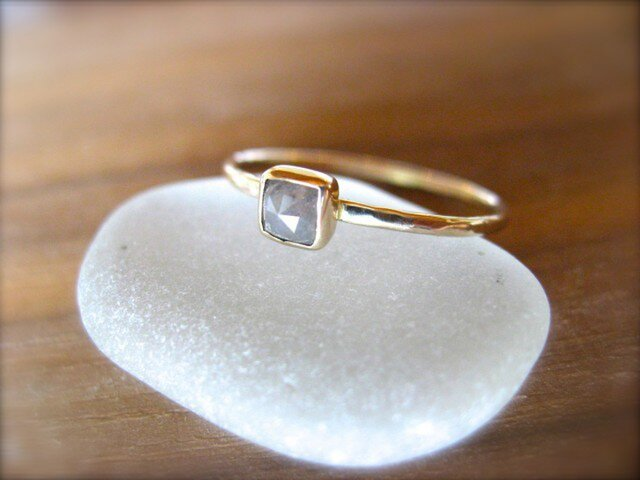 アイスグレーダイヤモンドリング14kの画像1枚目