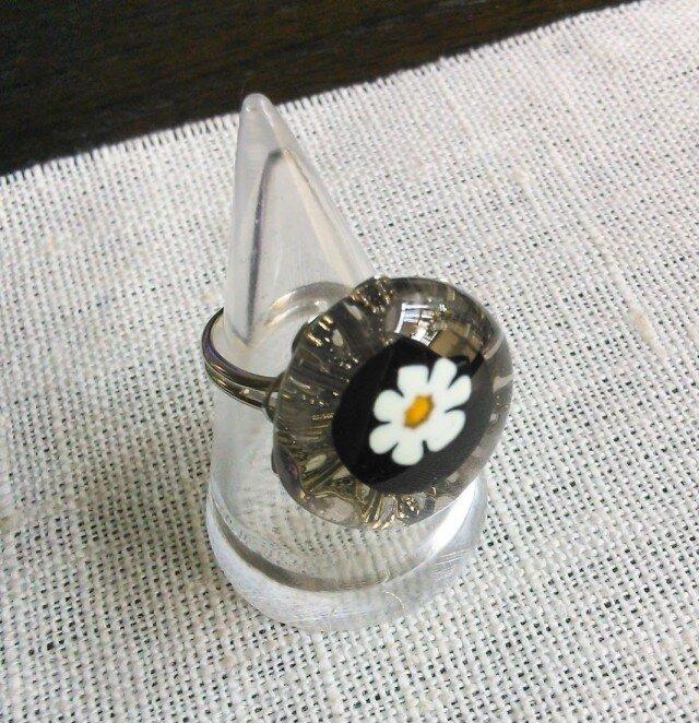ガラスのリング(花・ライトグレー1)の画像1枚目