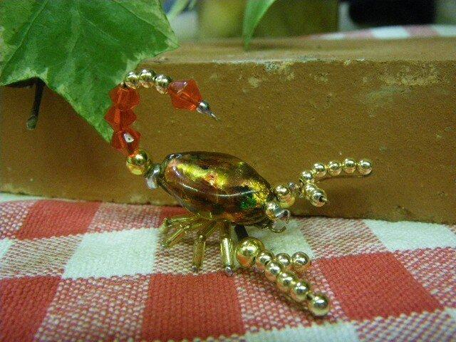 ビーズ細工 蠍(サソリ)のブローチの画像1枚目