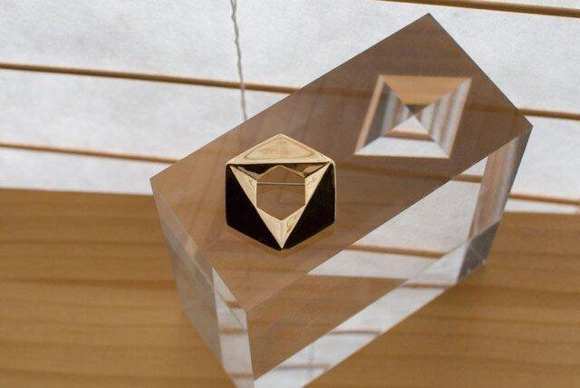 六角形のブローチ(18金+真鍮)の画像1枚目