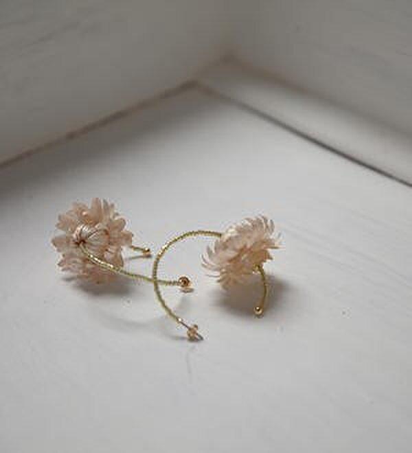 お花のピアス momoの画像1枚目