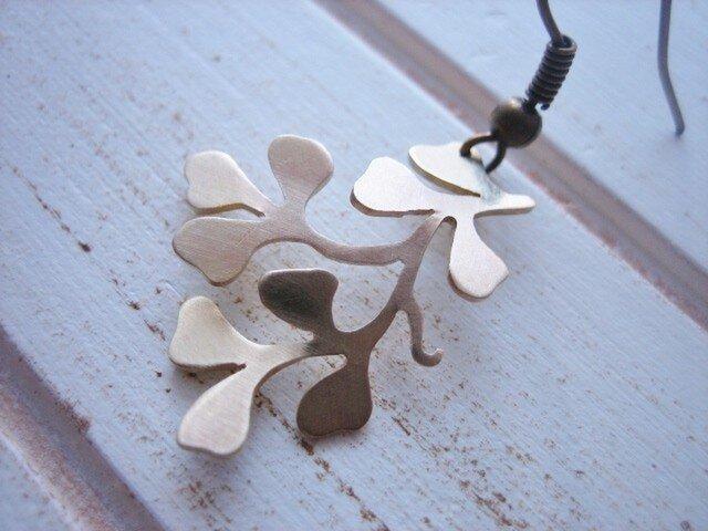 Fluttery Leaf Earringsの画像1枚目