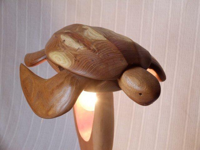木のランプ カメの画像1枚目