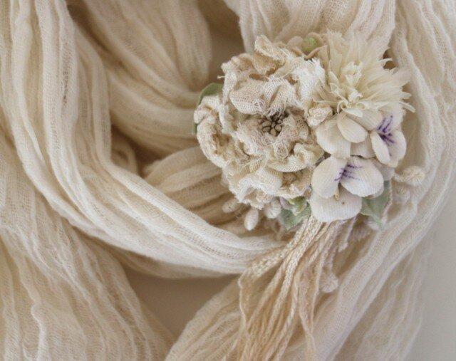 オフホワイトのお花畑コサージュの画像1枚目