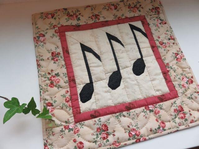 【Music Quilt】八分音符のミニタペストリーの画像1枚目