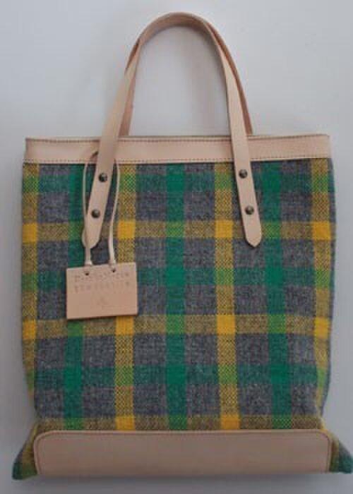 手織りWOOLのチェックバッグの画像1枚目
