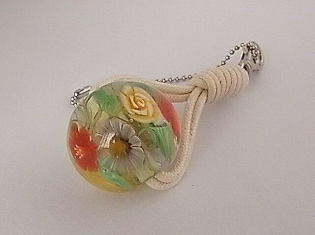 三種の花のチャーム・ガラス製・とんぼ玉の画像1枚目