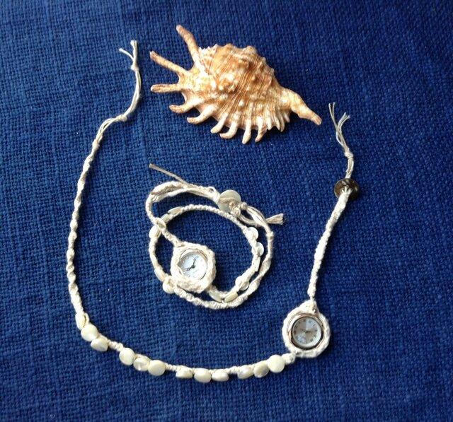 綿帽子を被った時計ブレスレットの画像1枚目