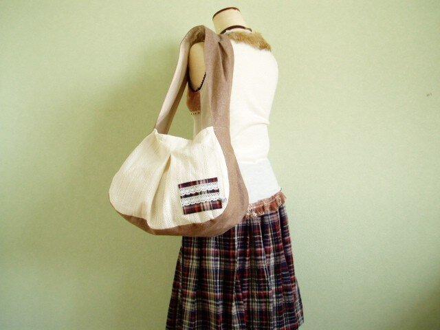 大きめマチのぷっくりたっぷりバッグ綿レースベージュの画像1枚目