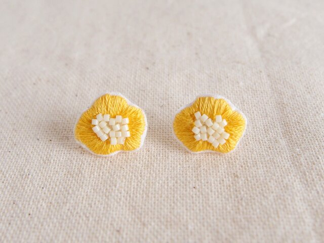 <受注制作>flower earring / yellowの画像1枚目